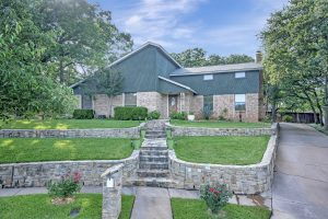 1004 Rosewood Ct Euless TX 76039
